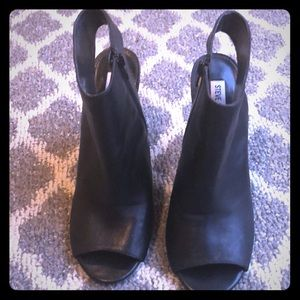 Black Leather Steve Madden Open Toed Shoes